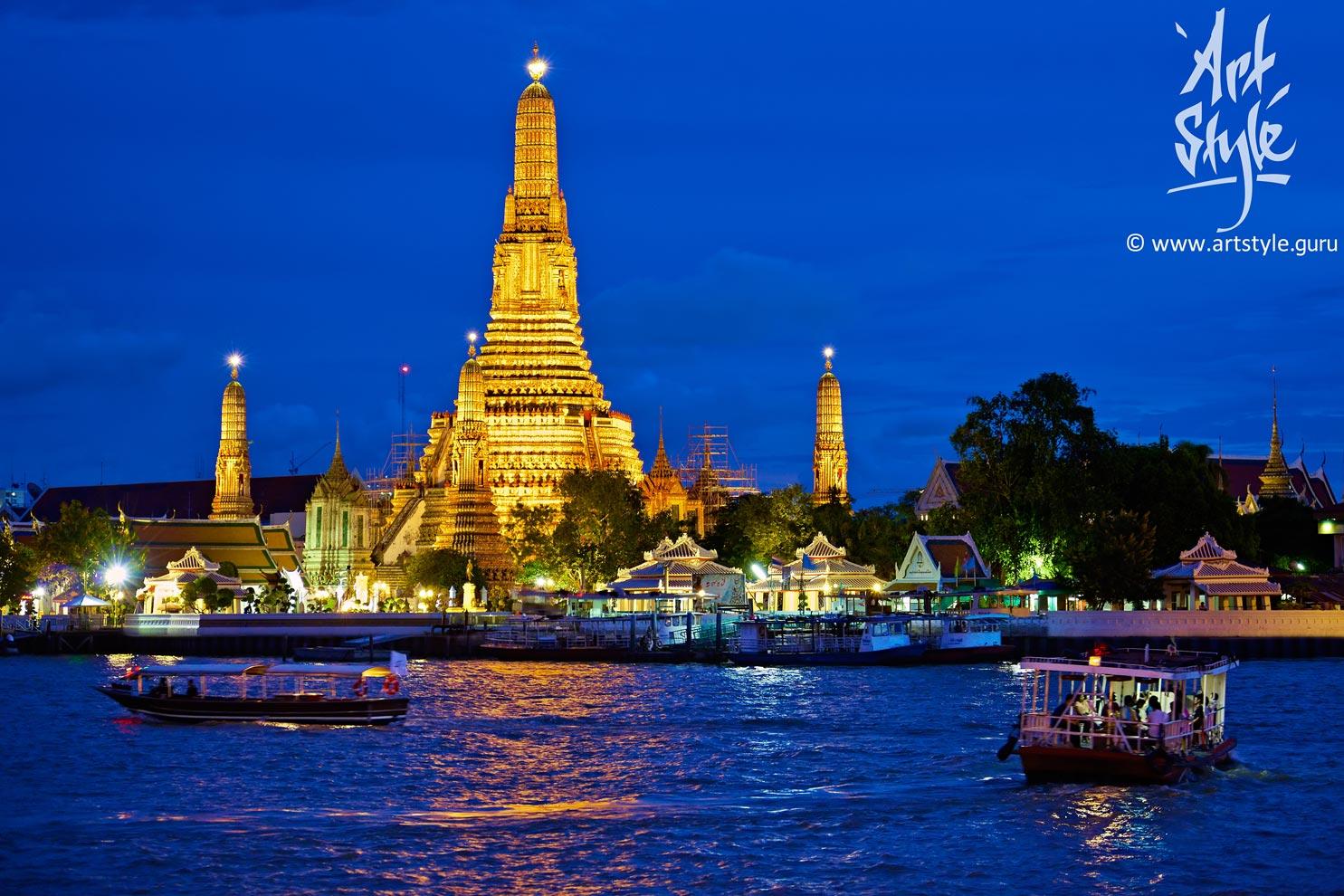 """Wat Arun Ratchawararam Ratchawaramahawihan (""""Temple of Dawn""""), Bangkok, Thailand."""